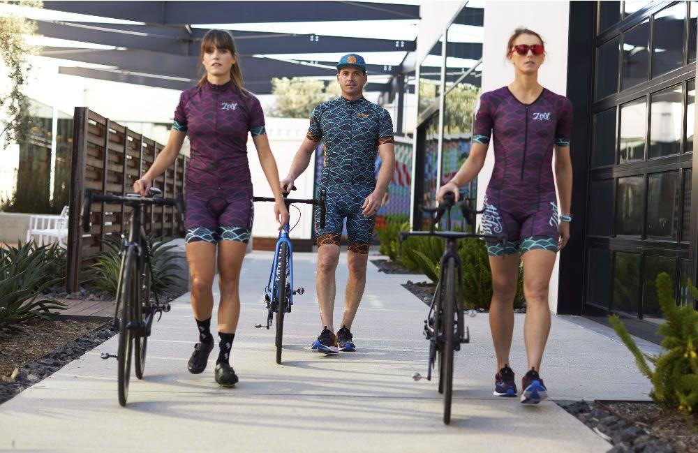 Athleten im Triathlon-Outfit von Zoot